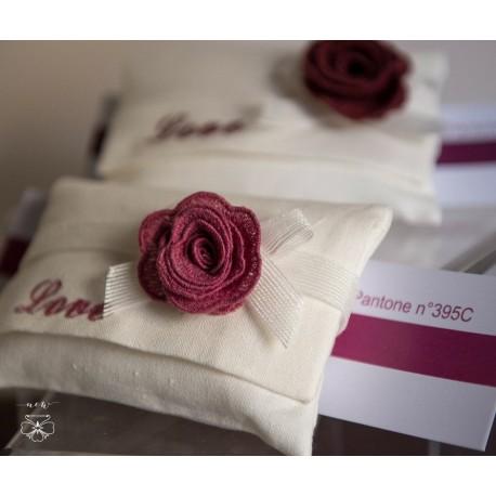 Busta media Lino con rosa in macramè